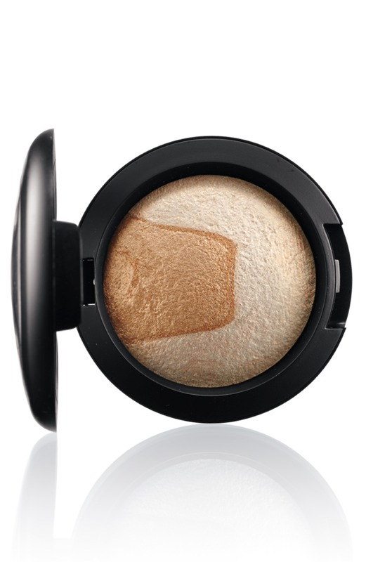 DIVINE NIGHT Mineralize EyeShadow Captivating.jpg