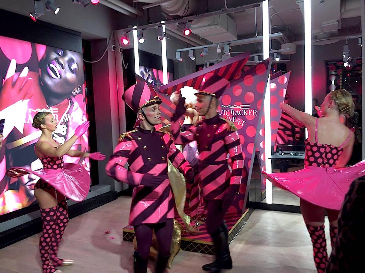 mac-pro-store-invigning-dansare