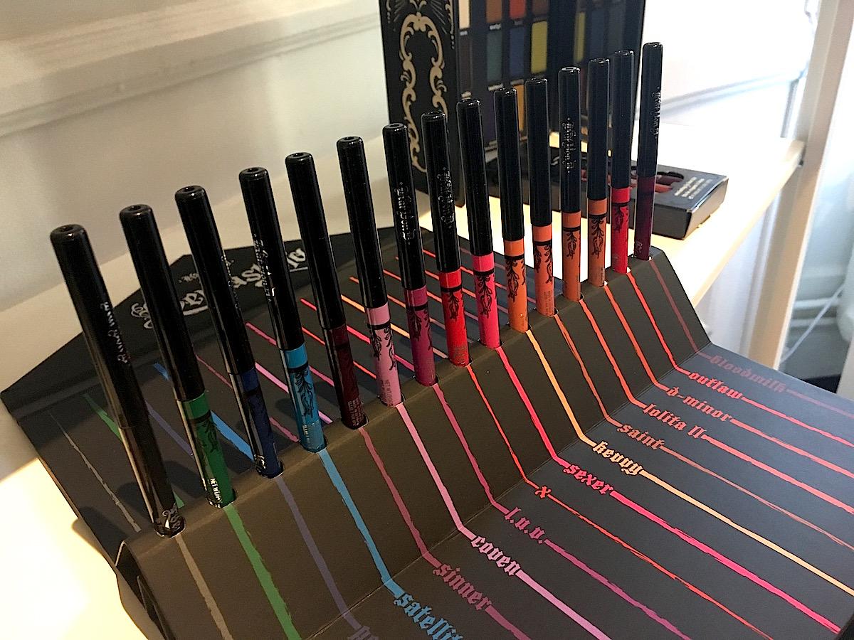 Skönhetsprodukter från Sephora. Här ögonpennor från Kat von D