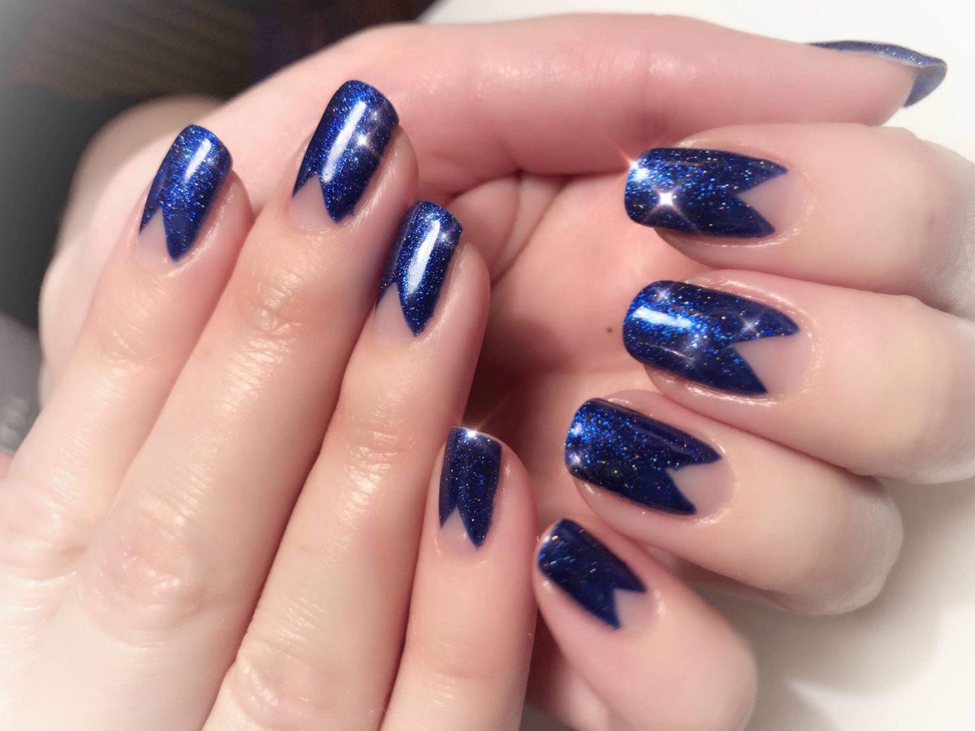 Härligt midnattsblå naglar