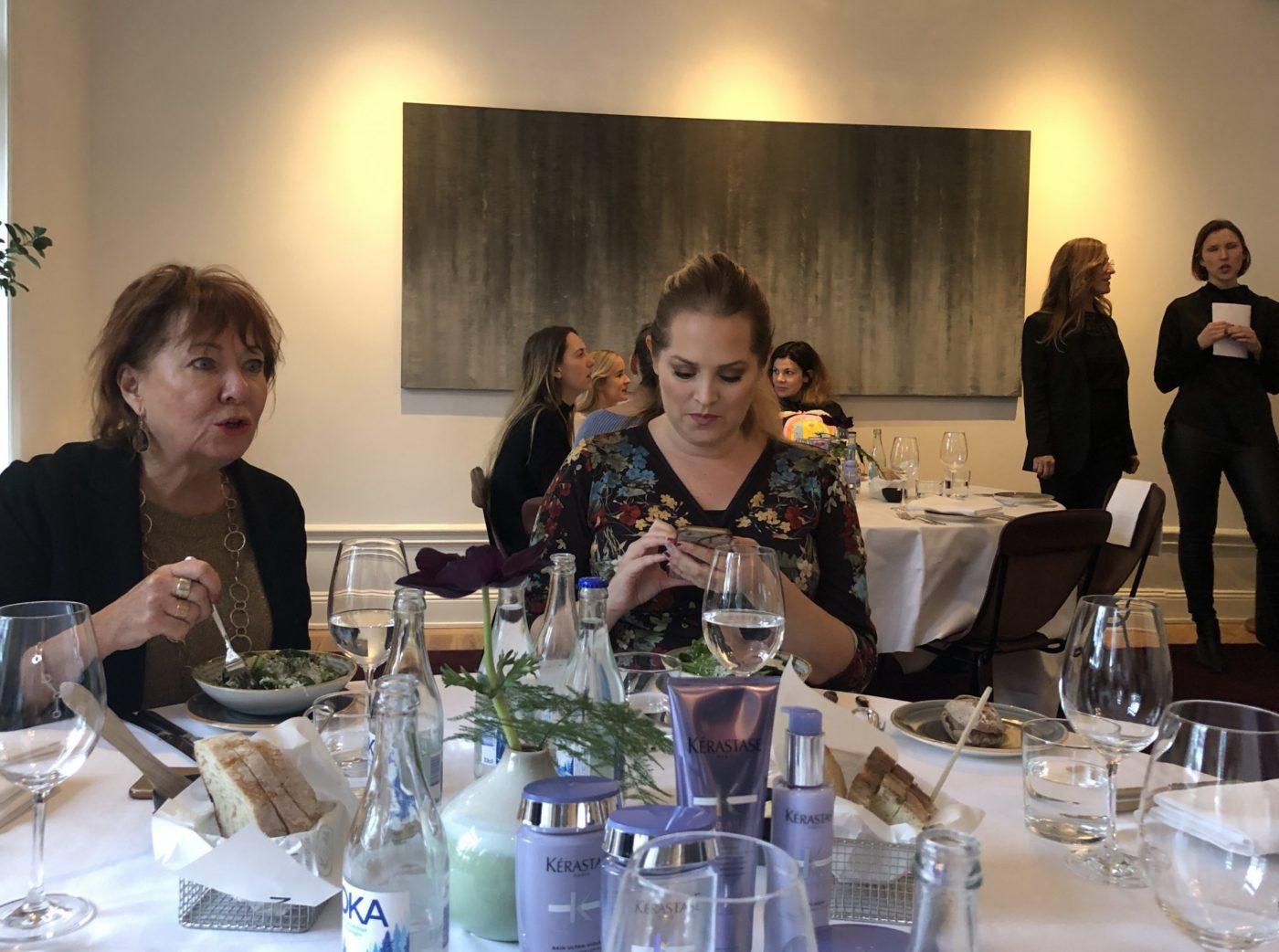 Elisabeth Garcia och Elin Fagerberg på pressmöte med Kérastase.