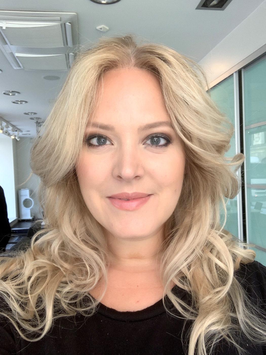 Elin Fagerberg testar ghd Oracle. Håret får mycket volym
