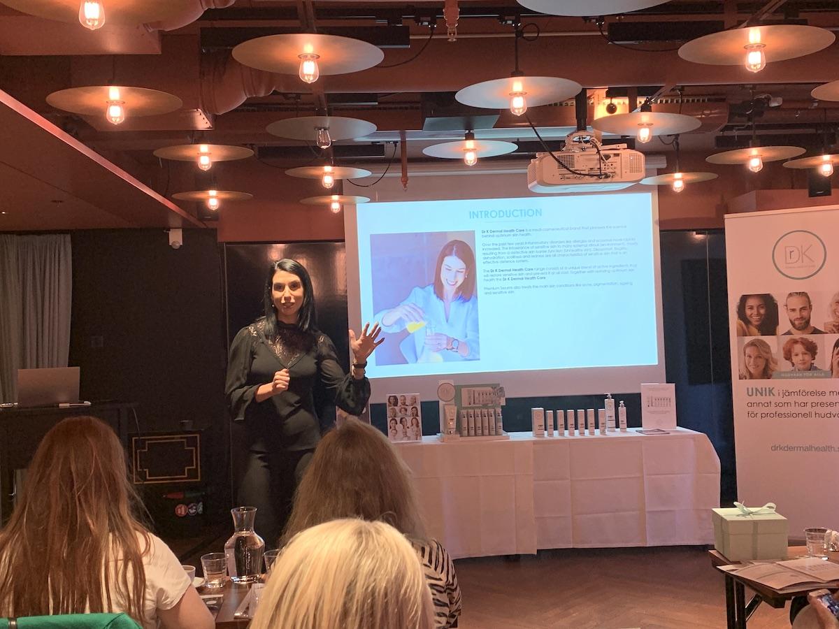 Dr Juanita Kilian höll föreläsning om probiotika och probiotika och hudens mikrofilm.