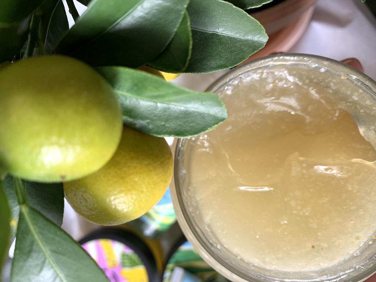 Zesty Lemon body scrub med sockerkorn.i