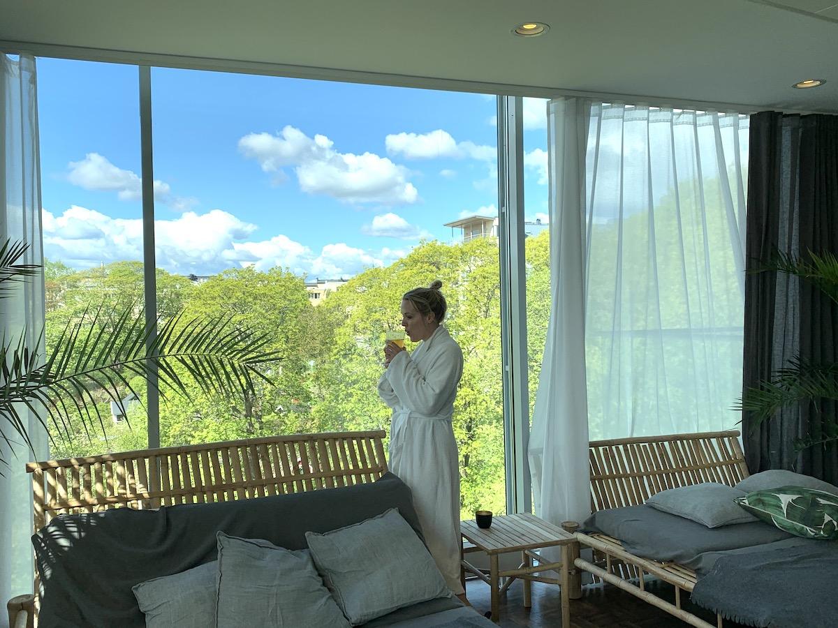 Matilda på Element spa I Stockholm. Här är det fina relaxrummet.