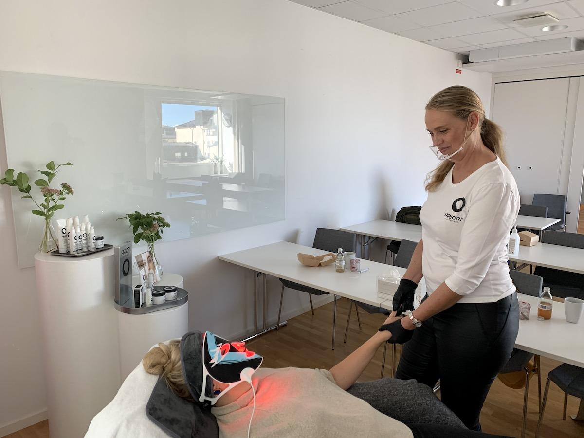 Behandling med masken Unveiled på Elin Fagerberg